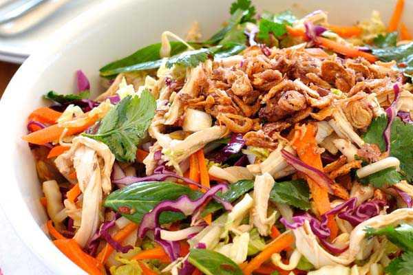 Азиатский салат с курицей