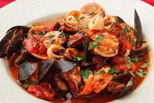 Моллюски под томатно-винным соусом